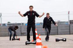 Scott Speed, Andretti Autosport, Jérôme d'Ambrosio, Dragon Racing intentan una nueva forma de transporte