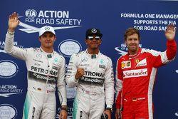 Поул Льюиса Хэмилтона, Mercedes AMG F1, второе место - Нико Росберг, Mercedes AMG F1 W06 и третье ме