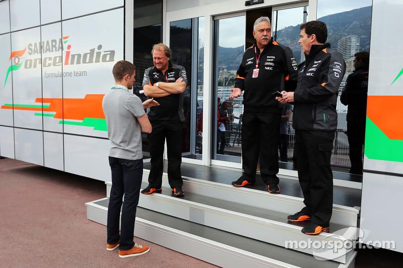 (Kiri ke Kanan): Paul Di Resta, Pembalap DTM dengan Robert Fernley, Sahara Force India F1 Team Deput