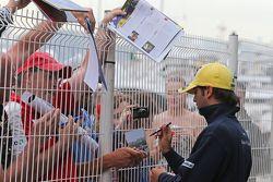 Фелипе Наср, Sauber F1 Team раздает автографы