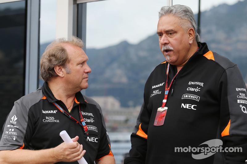 (Kiri ke Kanan): Robert Fernley, Sahara Force India F1 Team Deputy Team Principal dengan Dr. Vijay M
