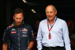 Руководитель Red Bull Racing Кристиан Хорнер и исполнительный директор McLaren Рон Деннис