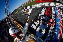 Austin Dillon, Richard Childress Racing Chevrolet pakt de overwinning