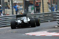 Nico Rosberg, Mercedes AMG F1 W06 saca chispas de su auto