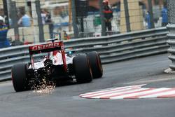Carlos Sainz Jr., Scuderia Toro Rosso STR10 sends sparks flying