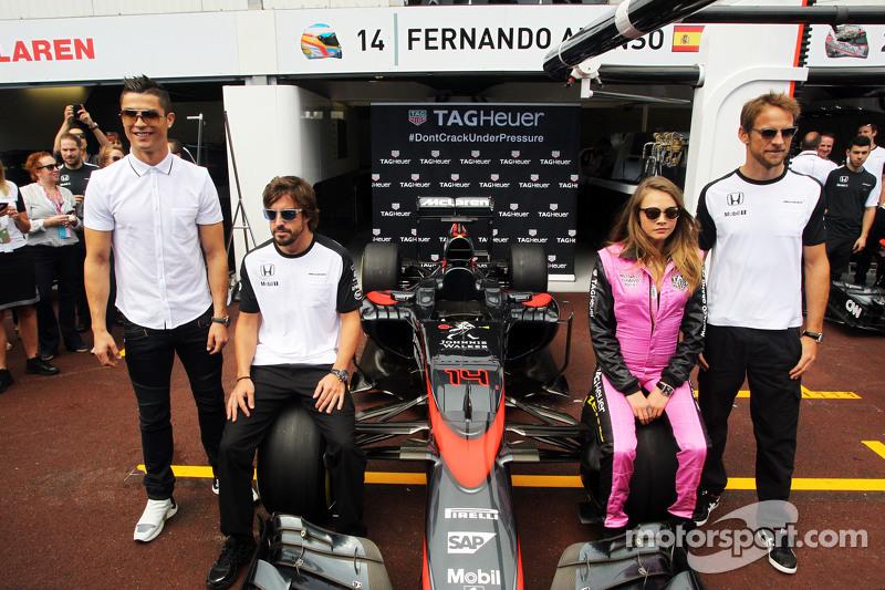 (De izquierda a derecha): Cristiano Ronaldo, Fernando Alonso, Cara Delevingne, Jenson Button