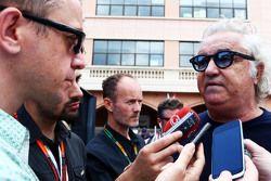 Флавио Биаторе с Джонатаном Ноблом, журналистом Motorsport.com