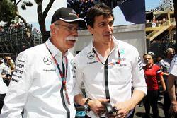 Дитер Цетше, Daimler AG и Тото Вольф, Mercedes AMG F1 на стартовой решетке