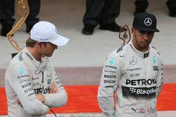 Подиум,: победитель гонки - Нико Росберг, Mercedes AMG F1 и третье место - Льюис Хэмилтон, Mercedes