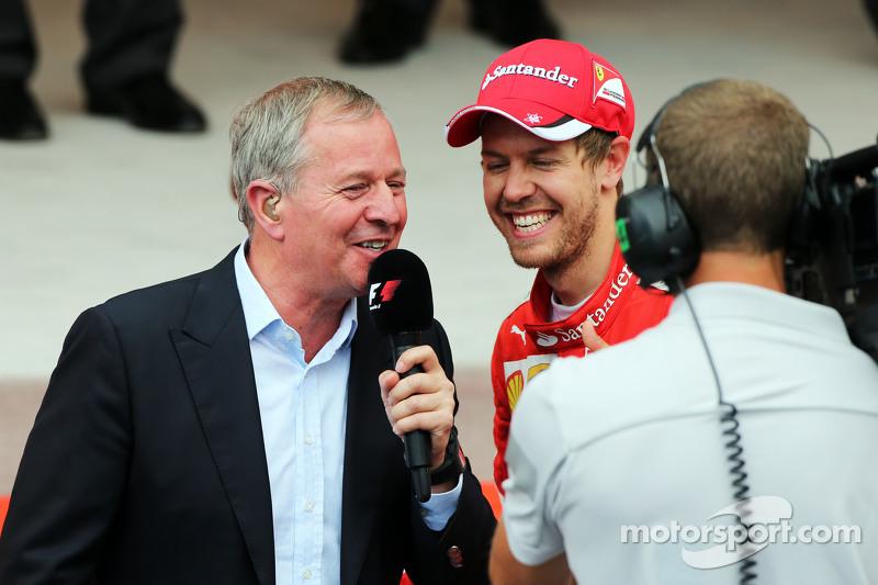 Мартін Брандл, Sky Sports Коментатор з Себастьян Феттель, Ferrari на подіумі