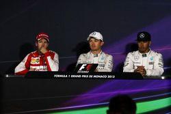 Пресс-конференция FIA: Себастьян Феттель, Ferrari, второй; Нико Росберг, Mercedes AMG F1, победитель