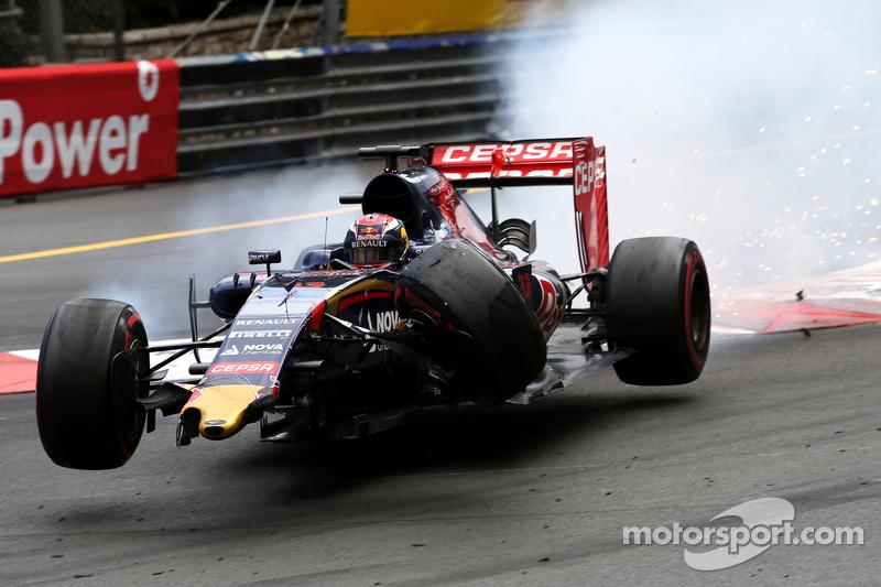 Max Verstappen, Romain Grosjean'la kaza yapıyor