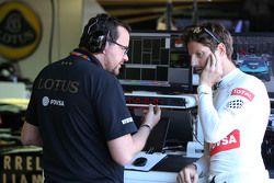 Жюльен Симон-Шотемп, гоночный инженер Ромена Грожана, Lotus F1 Team и Ромен Грожан, Lotus F1 Team