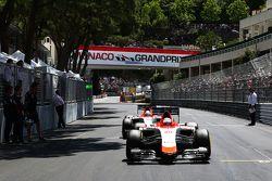 Will Stevens, Manor F1 Team en Roberto Merhi, Manor F1 Team, op de grid
