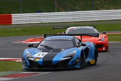 #54 Attempto Racing, McLaren 650S GT3: Vadim Gitlin, Antti Buri, Oliver Webb