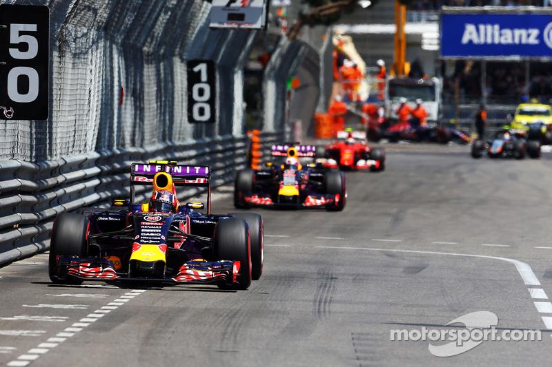 Правда, именно Квят принес Red Bull лучший на тот момент результат сезона, финишировав четвертым в Монако. Но до Венгрии Даниил всего дважды заканчивал гонки выше девятого места, потому проигрывал более стабильному австралийцу по очкам со счетом 27 : 36