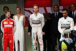 Podium : le deuxième, Sebastian Vettel, Ferrari avec le vainqueur Nico Rosberg et le troisième, Lewis Hamilton, Mercedes AMG F1
