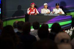 Пресс-конференция FIA: Себастьян Феттель, Ferrari, второй; Нико Росберг, Mercedes AMG F1, победитель гонки; Льюис Хэмилтон, Mercedes AMG F1, третий
