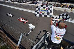 Juan Pablo Montoya, Team Penske Chevrolet beats Will Power, Team Penske Chevrolet to the line