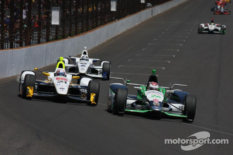Josef Newgarden, CFH Racing, Chevrolet, und Carlos Munoz, Andretti Autosport, Honda