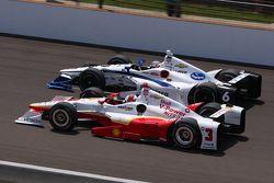 J.R. Hildebrand, CFH Racing Chevrolet et Helio Castroneves, Team Penske Chevrolet