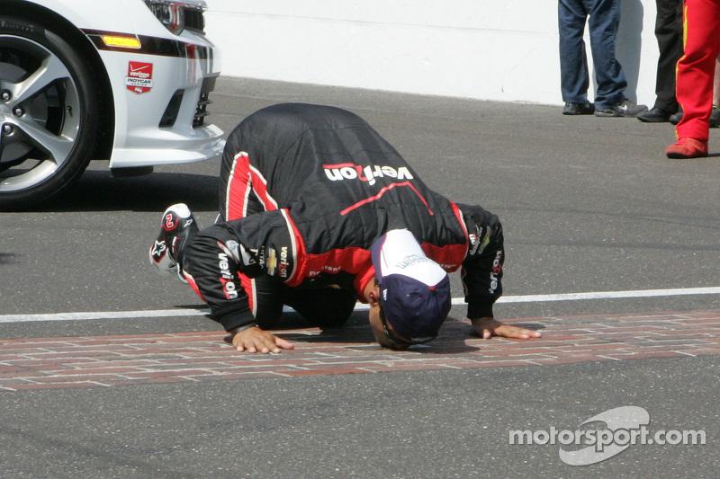 El ganador de la carrera, Juan Pablo Montoya, Team Penske Chevrolet celebra