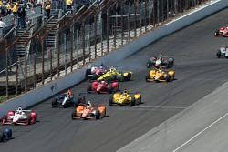 Sage Karam, Chip Ganassi Racing Chevrolet et Takuma Sato, A.J. Foyt Enterprises se crashent