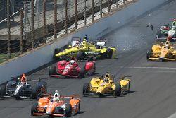 Sage Karam, Chip Ganassi Racing Chevrolet and Takuma Sato, A.J. Foyt Enterprises crash