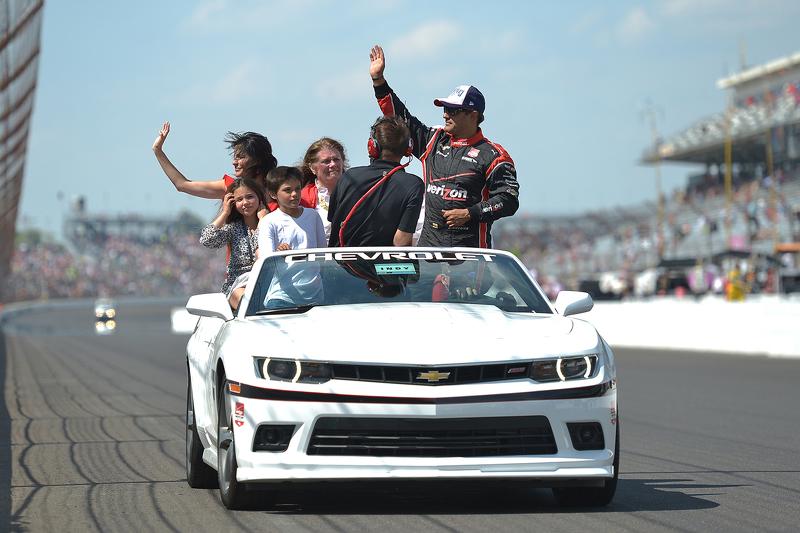 El ganador Juan Pablo Montoya, Team Penske Chevrolet celebra