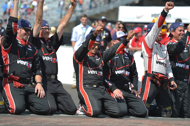 Race winner Juan Pablo Montoya, Team Penske Chevrolet celebrates