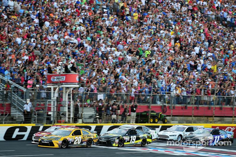 Start: Matt Kenseth, Joe Gibbs Racing, Toyota, in Führung