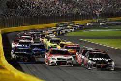 Martin Truex Jr., Furniture Row Racing Chevrolet lidera recomeço de prova