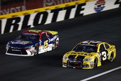 Clint Bowyer, Michael Waltrip Racing Toyota e Austin Dillon, Richard Childress Racing Chevrolet