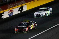 Jeff Gordon, Hendrick Motorsports Chevrolet e Casey Mears, Germain Racing Chevrolet