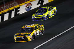 Matt Kenseth, Joe Gibbs Racing, Toyota, und Paul Menard, Richard Childress Racing, Chevrolet