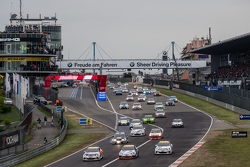Üçüncü grubun startı: #253 Lubner Motorsport Opel Astra OPC Cup: Daniel Bohr, Michael Brüggenkamp, R