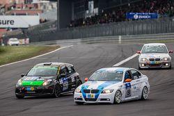 #190 Aesthetic Racing BMW 325i E90 : Heinz-Jürgen Kroner, Petra Baecker et #143 MSC Sinzig e.V. im ADAC Renault Clio : Rolf Weissenfels, Dietmar Hanitzsch