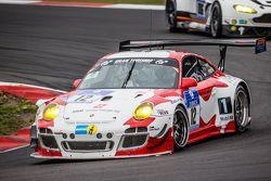 #12 Team Manthey Porsche 997 GT3 R : Otto Klohs, Frédéric Makowiecki, Harald Schlotter, Jens Richter