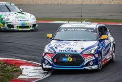 #132 Hyundai Motor Deutschland Hyundai Veloster: Alexander Köppen, Rory Pentinnen, Heiko Hammel, Tho