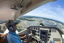 El sobre vuelo sobre las 600 de Charlotte