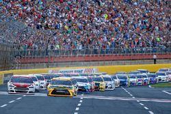 El inicio: Matt Kenseth, Joe Gibbs Racing Toyota leads