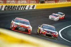 Kyle Busch, Joe Gibbs Racing Toyota y Jeff Gordon, Hendrick Motorsports Chevrolet