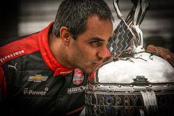 Vencedor Juan Pablo Montoya, Team Penske Chevrolet durante sessão de fotos
