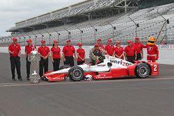 Race winner Juan Pablo Montoya, Team Penske Chevrolet during the winner's photoshoot
