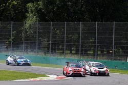 Pepe Oriola, SEAT Leon, Craft Bamboo Racing LUKOIL ve Gianni Morbidelli, Honda Civic TCR, West Coast