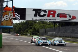 Stefano Comini, SEAT Leon, Target Competition ve Andrea Belicchi, SEAT Leon, Target Competition