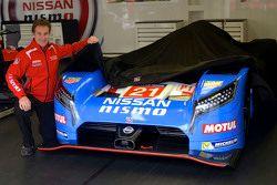 Nissan retro renk düzenini duyurdu