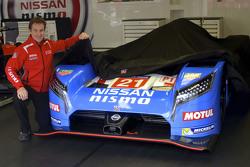 Nissan presenta la livrea retrò