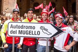 Yonny Hernandez und Danilo Petrucci, Pramac Racing, Ducati; Andrea Iannonen und Andrea Dovizioso, Du