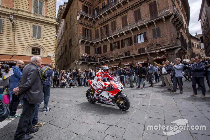Andrea Dovizioso, Ducati Team di Piazza del Campo, Siena